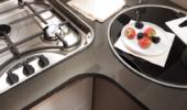 Küchenbereich - 3-Flammen-Kochfeld mit gusseisernem Herdaufsatz
